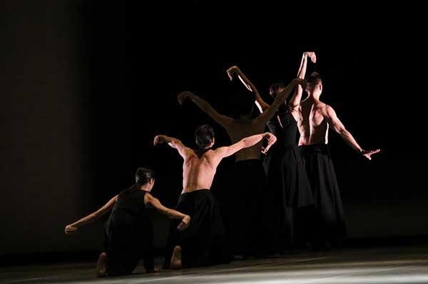В МАМТ состоялись российские премьеры балетных опусов Шарон Эяль и Акрама Хана