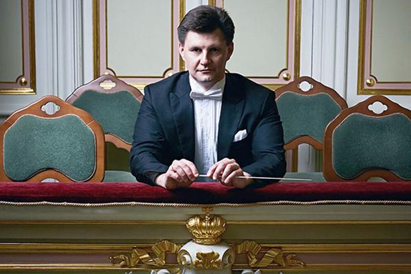 Дирижер Илья Дербилов покидает Ульяновск