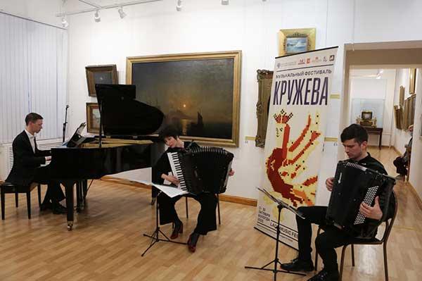 Выставка «Образы музыки» на вологодском фестивале «Кружева». Вернисаж (фотогалерея)